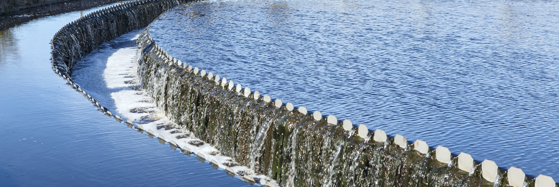 Water-overflow-from-the-big-sedimentation-drainages-round-form-000022142513_Double
